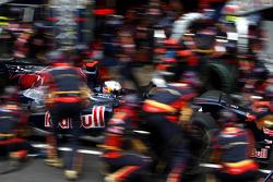 Jaime Alguersuari, Scuderia Toro Rosso, pitstop