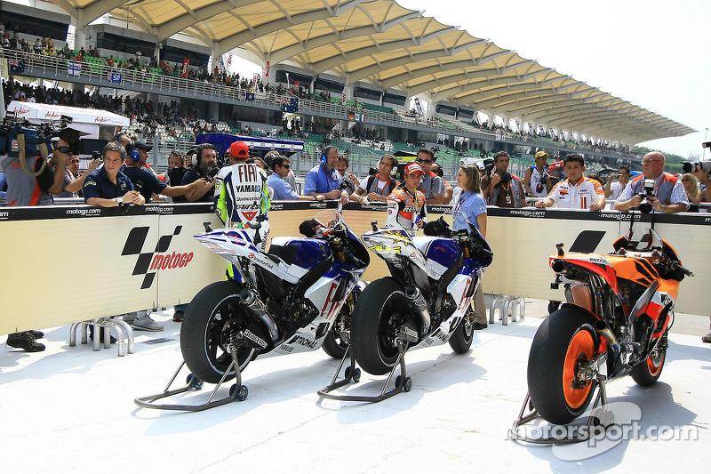 Ganador de la pole Valentino Rossi, Fiat Yamaha Team con los medios