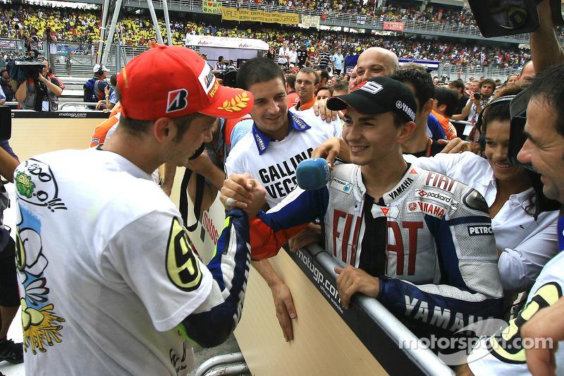 Чемпіон MotoGP 2009 року Валентино Россі, Fiat Yamaha Team,та Хорхе Лоренсо