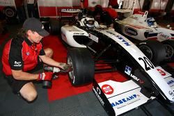 Wheel change for Jens Hoing