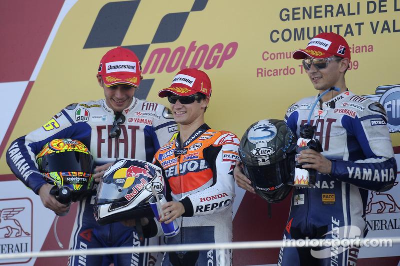 Подіум: переможець гонки Дані Педроса, Repsol Honda Team, друге місце Валентино Россі, третє місце Хорхе Лоренсо, Fiat Yamaha Team