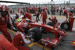 F1 exhibition:  arrêt aux stands pour Felipe Massa