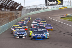 Start: Jimmie Johnson, Hendrick Motorsports Chevrolet leads the field