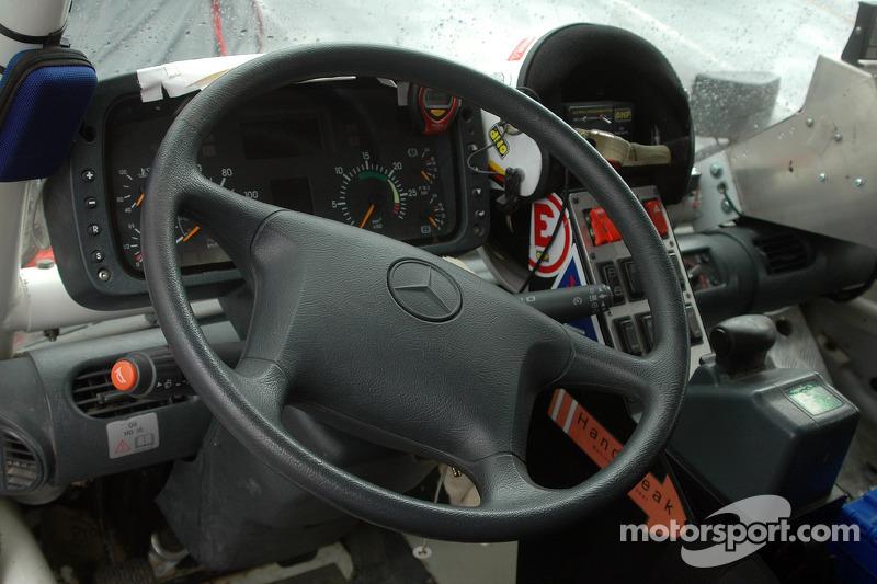 Detalle del #533 Mercedes de Thomas Wallenwein y Serge Cabiro