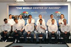 Conférence de presse de l'équipe Stevenson Motorsports : Andrew Davis, Robin Liddell, Jan Magnussen Matt Bell, Mike Borkowski, Brady Refenning, Gunter Schaldach