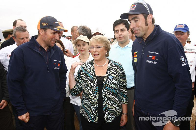 Stéphane Peterhansel et Nani Roma avec Michelle Bachelet, Présidente of Chili
