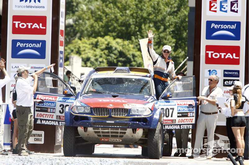 Podium catégorie AutosDakar 2010 : Guerlain Chicherit et Tina Thorner, cinquièmes