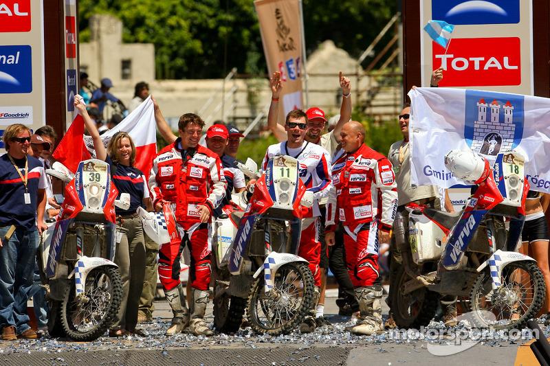 Podium catégorie MotosDakar 2010 : Marek Dabrowski, Jakub Przygonski et Jacek Czachor