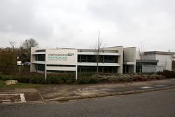 Colocan los letreros del nuevo Mercedes GP fuera de la fábrica en Brackley