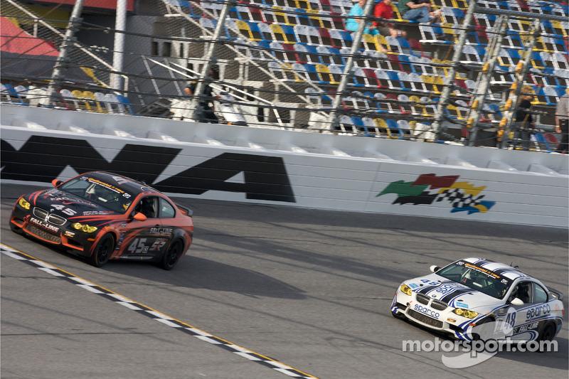 #45 Fall-Line Motorsports BMW M3 Coupe: Terry Borcheller, Andrew Hendricks et #48 Fall-Line Motorsports BMW M3 Coupe: Charles Espenlaub, Charles Putman bataillent pour la place de devanter