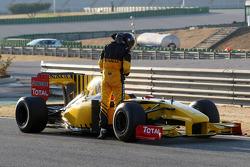 Robert Kubica, Renault F1 Team, R30, stops on circuit