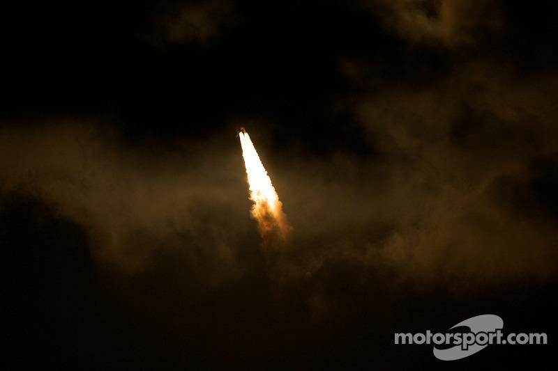 Shuttle STS-130 lancering: 28 sec., STS-130 in de wolken