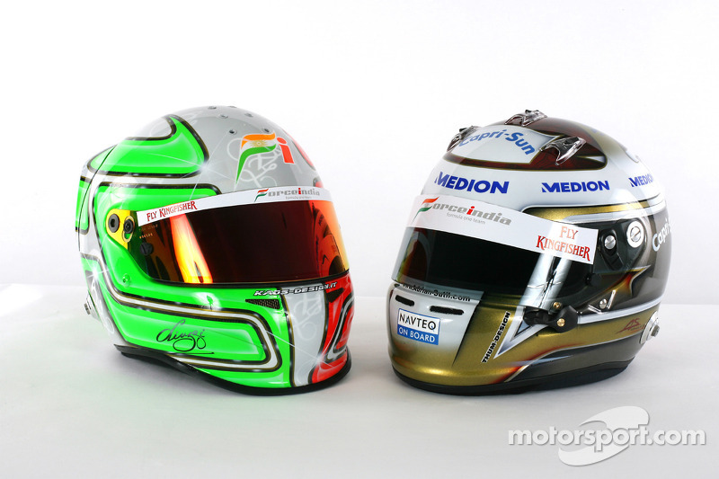 De helm van Vitantonio Liuzzi Force India F1 en Adrian Sutil Force India F1