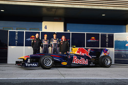 Adrian Newey, Red Bull Racing, Technical Operations Director met Sebastian Vettel, Red Bull Racing, Mark Webber, Red Bull Racing en Christian Horner, Red Bull Racing, Sporting Director