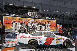 Victory lane: race winner Kasey Kahne, Richard Petty Motorsports Ford celebrates with his team