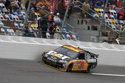 Jeff Burton, Richard Childress Racing Chevrolet, in de muur met een opgeblazen motor