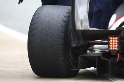Versleten achterband op de wagen van BMW Sauber F1 Team test Jerez, Spanje