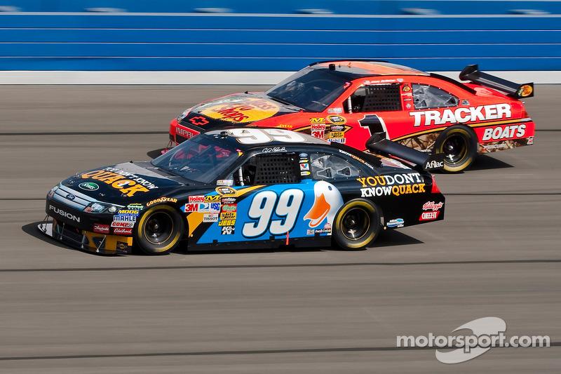 Carl Edwards, Roush Fenway Racing Ford en Jamie McMurray, Earnhardt Ganassi Racing Chevrolet