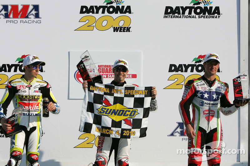 Podium: race winnaar Jake Zemke, 2de Tommy Hayden, 3de Larry Pegram