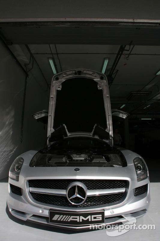 De nieuwe safety car, Mercedes SLS AMG
