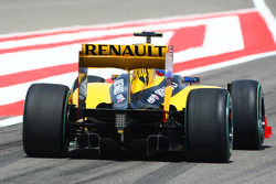 Vitaly Petrov, Renault F1 Team wing and diffuser