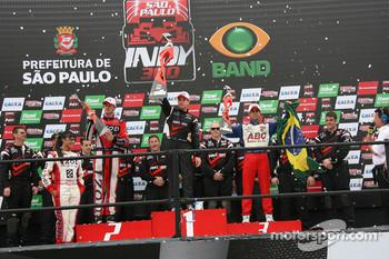 Podium: race winner Will Power, Team Penske, second place Ryan Hunter-Reay, Andretti Autosport, third place Vitor Meira, A.J. Foyt Enterprises