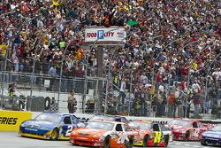 Start: Joey Logano, Joe Gibbs Racing Toyota and Kurt Busch, Penske Racing Dodge lead the field