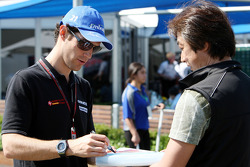 Bruno Senna, Hispania Racing F1 Team signs an autograph