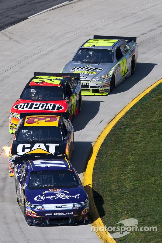 Matt Kenseth, Roush Fenway Racing Ford voor Jeff Burton, Richard Childress Racing Chevrolet and Jeff Gordon, Hendrick Motorsports Chevrolet