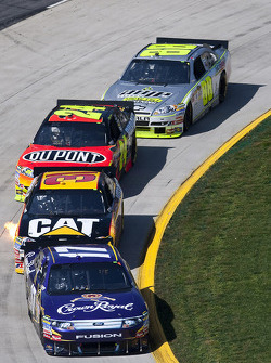 Matt Kenseth, Roush Fenway Racing Ford leads Jeff Burton, Richard Childress Racing Chevrolet and Jeff Gordon, Hendrick Motorsports Chevrolet