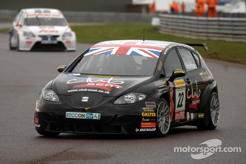 Tom Boardman Special Tuning UK Seat Leon voor Tom Onslow-Cole Team AON Ford Focus