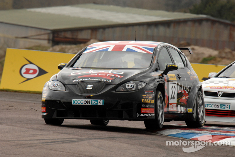 Tom Boardman Special Tuning UK voor Martin Johnson Team Boulevard Vauxhall Astra Coupe