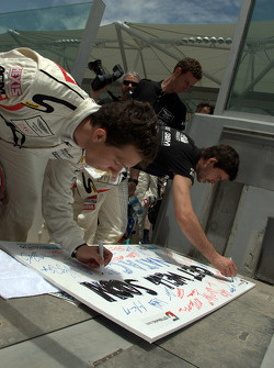 Drivers sign a 'Get well soon' card to Natacha Gachnang