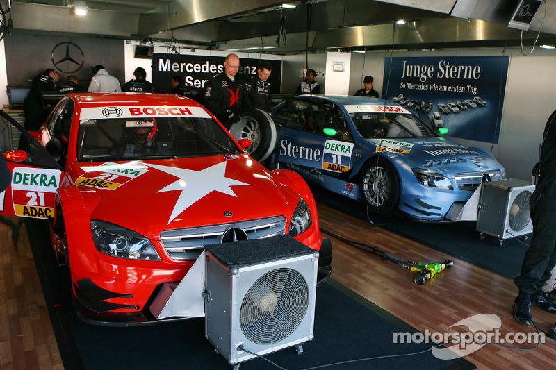 Auto's van Congfu Cheng, Persson Motorsport, AMG Mercedes C-Klasse en Jamie Green, Persson Motorsport, AMG Mercedes C-Klasse
