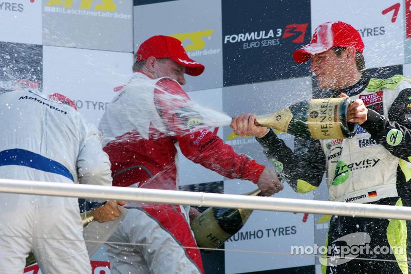 Podium: Marco Wittmann, Signature Edoardo Mortara, Signature, Valtteri Bottas, ART Grand Prix met champagne