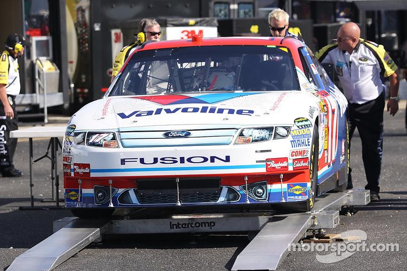 Auto van Matt Kenseth, Roush Fenway Racing Ford bij de technische keuring