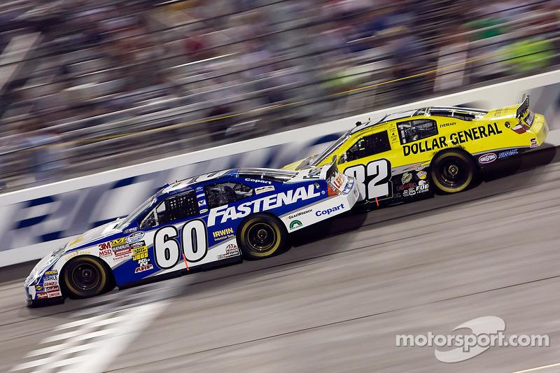 Carl Edwards racet tegen Reed Sorenson