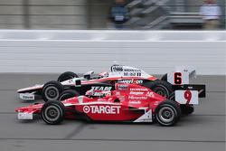 Ryan Briscoe, Team Penske leads Scott Dixon, Target Chip Ganassi Racing