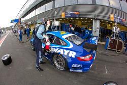 Pit stop for #77 Team Felbermayr Proton Porsche 997 GT3 RSR: Marc Lieb, Richard Lietz