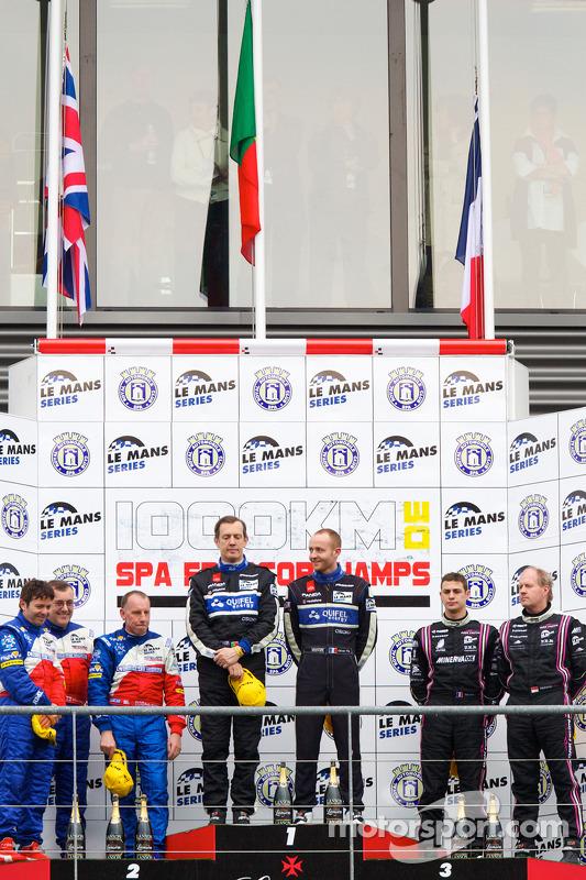 LMP2 podium: klassewinnaars Miguel Amaral en Olivier Pla, tweede plaats Thomas Erdos, Mike Newton en Andy Wallace, derde plaats Richard Hein en Guillaume Moreau