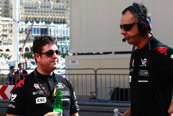 Dave O'Neil, Virgin Team Manager with Nick Wirth, Technical Director, Virgin Racing