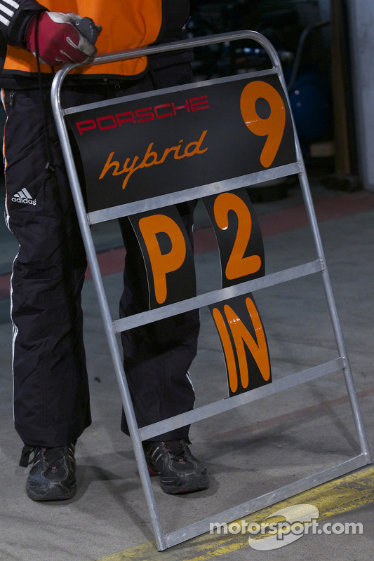 Pitbord #9 Porsche Team Manthey Porsche GT3 R Hybrid
