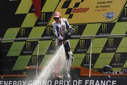 Podium: race winner Jorge Lorenzo, Fiat Yamaha Team celebrates