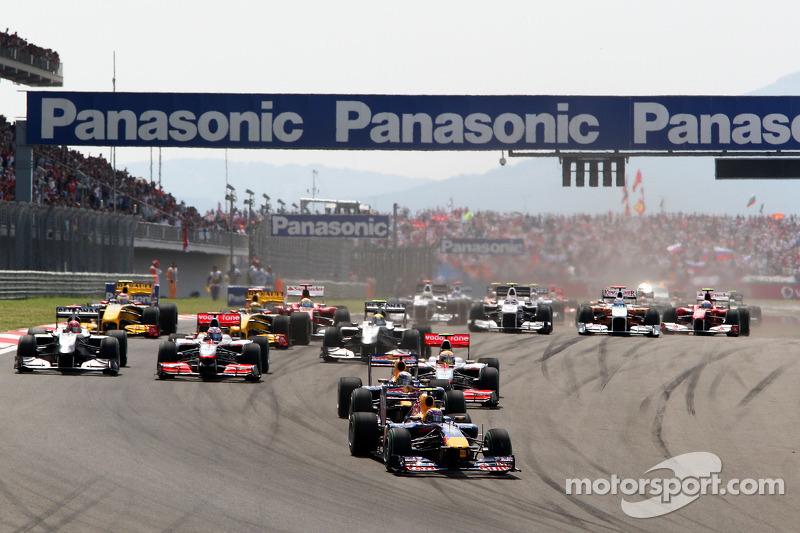 Race start, Mark Webber, Red Bull Racing voor Sebastian Vettel, Red Bull Racing