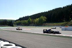 End of 1st lap: #8 Ingo Gerstl, Dallara GP2 and #1 Henk de Boer, Panoz DP01 Champcar