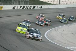 Austin Dillion, Bass Pro Shops/Remmington/Tracker Boats Chevrolet rijdt vooraan bij de eerste ronde van WinStar World Casino 400K op de Texas Motor Speedway