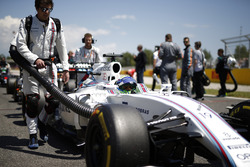 Felipe Massa, Williams FW38, arrives on the grid