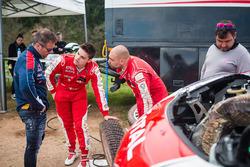 Terry Folb und Franck Le Floch mit Sébastien Loeb und Daniel Elena,