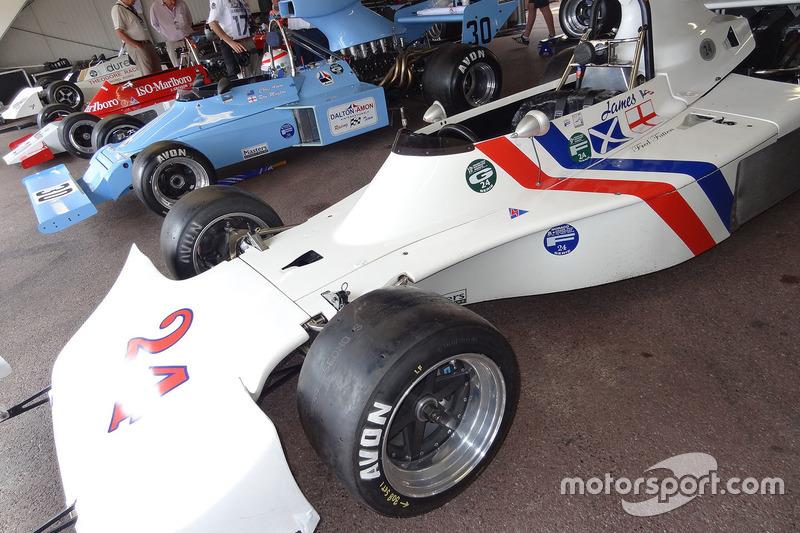 70'S F1 GARAGES