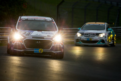#133 Hyundai Motor Deutschland GmbH, Hyundai i30 1,6T: Markus Schrick, Peter Schumann, Guido Naumann